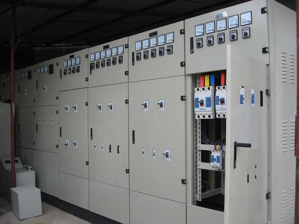 Hệ thống điện của một chiếc thang máy