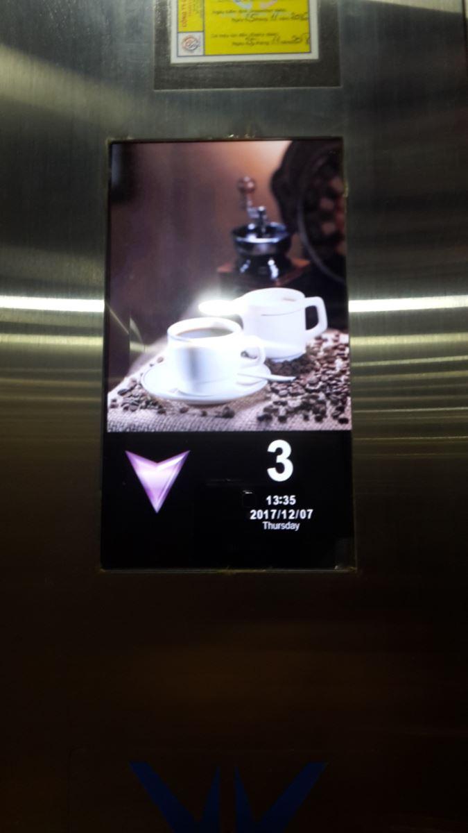 Hiển thị LCD trong thang máy
