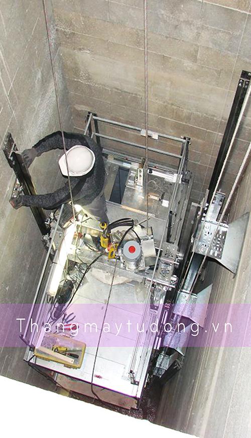 Khung hố sắt thang máy