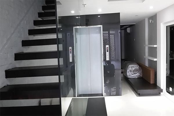 thang máy tự động nhập khẩu