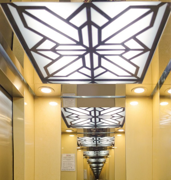 Trần thang máy là điêm nhấn cho bố cục thẩm mỹ bên trong thang máy